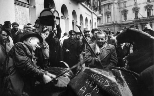 Demontage des Stalin-Denkmals