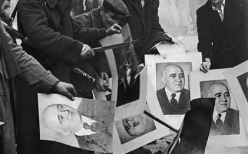 Verbrennung von Porträts des Kommunistenführers Rákosi