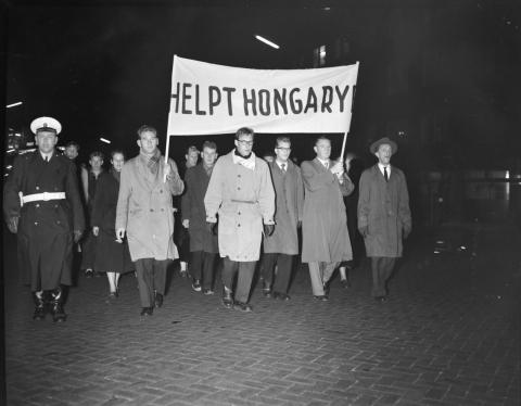 Gedenkmarsch in Eindhoven am 5. November 1956.